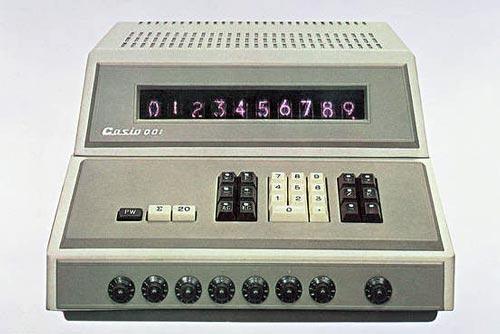Первый электронный калькулятор